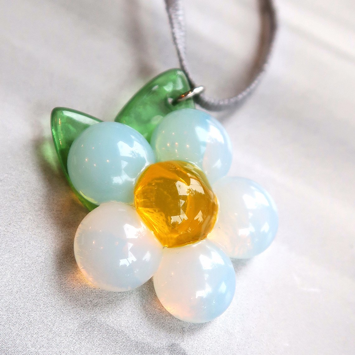 Limpid Flower Necklace